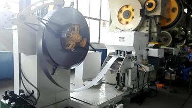 二次元机械手配三合一送料机