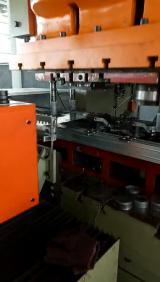 偏摆送料机配三次元机械手拉伸自动化