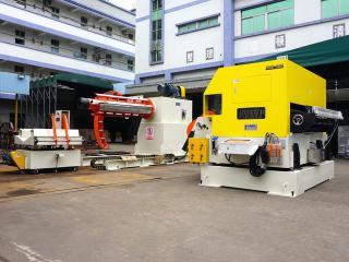 如何完成对三合一自动送料机的步距测试?