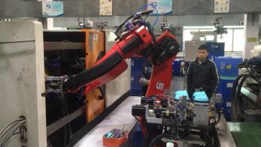 六关节机器人注塑机上下料
