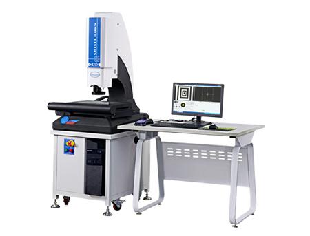 Automatic 2-d image measuring instrument